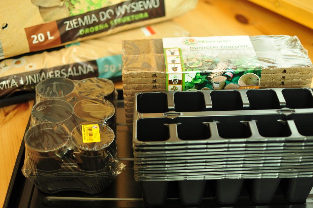 Wielodoniczki plastikowe i torfowe.