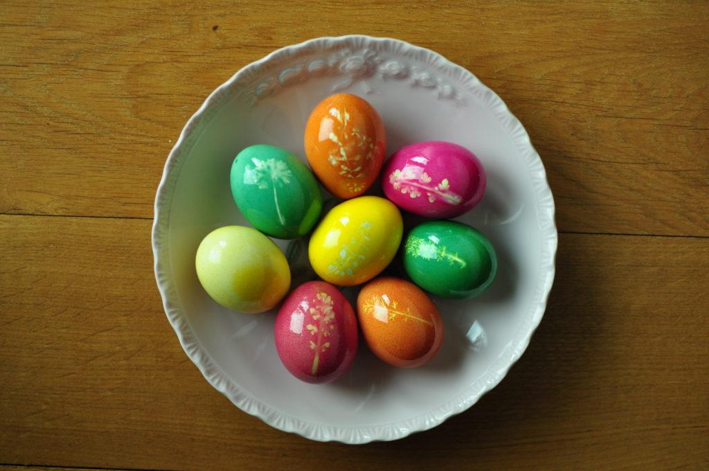Jajka nasmarowane tłuszczem.
