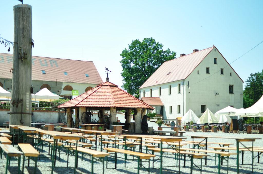 Arboretum Wojsławice - dziedziniec