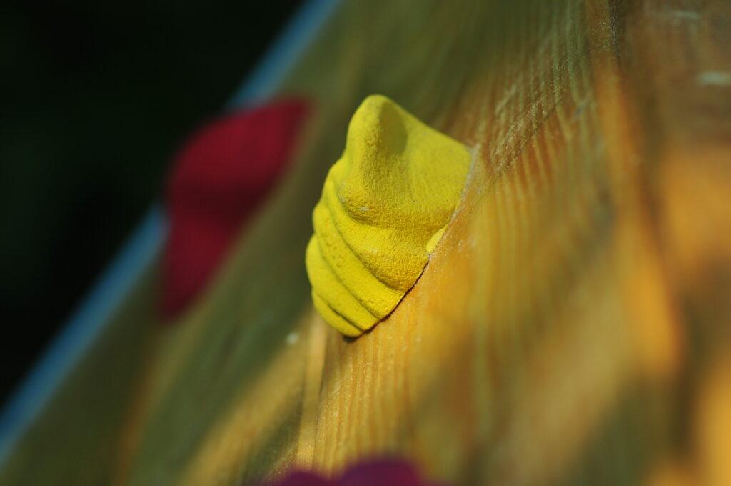 Żółty kamień.